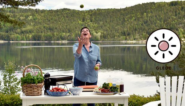 Godfisk.no     Aicha Bouhlou sprer grenseløs matglede på instagram og bloggen aichasmat.no med sine fargerike matretter. Da passer det bra at hun også har blitt vår nye sjømat-ambassadør, når vi lanserer ikonet g...