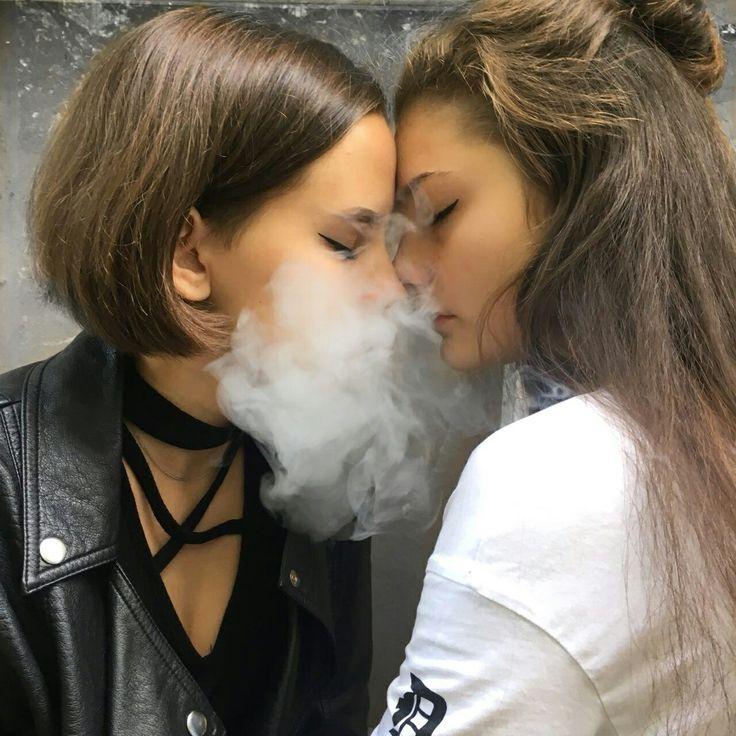 фото где девушка целуются с девушкой боялся что собственной