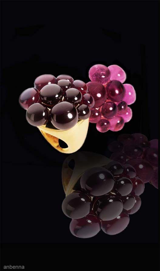 Pomellato, Ring with garnet balls