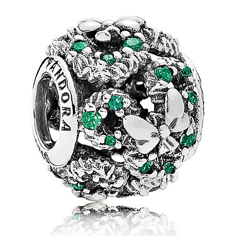 [Silver leaf]Decorate your PANDORA bracelet (sold separately) for the holidays with this Mickey wreath charm. Sparkling green cubic zirconia stones contrast with the intricate sterling silver wreaths and bows that circle this festive design.