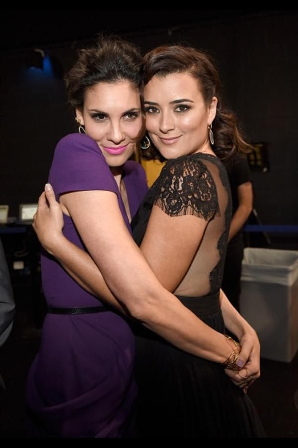 Cote de Pablo with the actress from NCIS: LA <--- this is what someone pointed unbelievable!! How can you not know who Daniela Ruah is!!