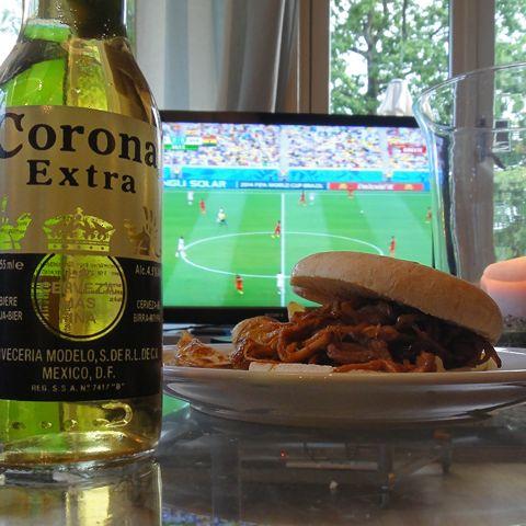 Pulled Porc smaker godt sammen med øl - og fotball på TV