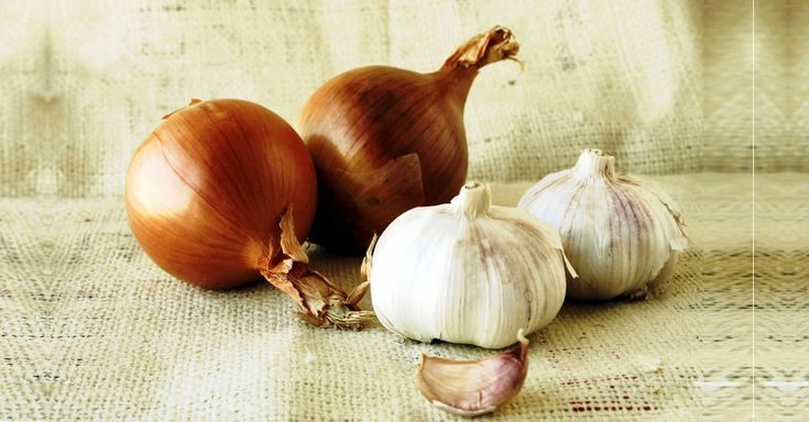 How To Get Rid Of Garlic And Onion Smell? Many people avoid eating onion and garlic due to the fetid odor. Here are 11 remedies for onion and garlic breath.