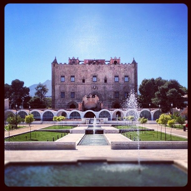 Castello della Zisa nel Palermo, Sicilia The palace was built during the Norman period but some of its features point back to the Arab tradition. The palace, in fact, was built by Arabian craftsmen for Willian I. The system of fountains is perfectly consistent with the Islamic tradition.