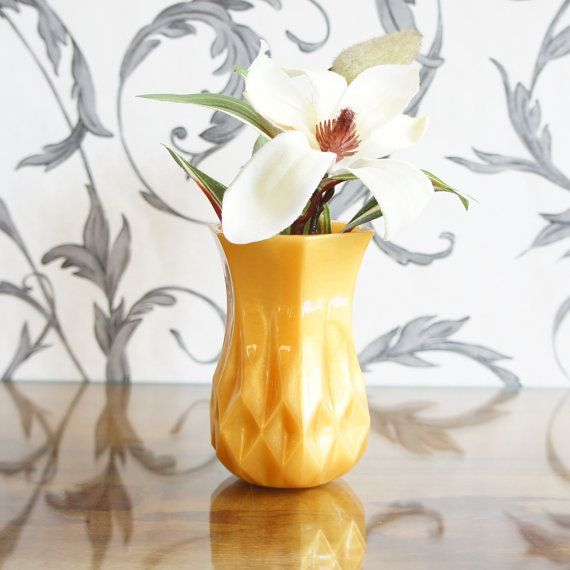 tulip-shaped-vintage-cut-glass-style