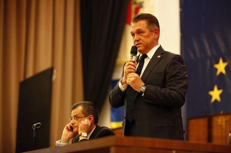 Ales președinte al PNL Buzău, Cristinel Romanescu spune că liberalii au cam uitat să fie în opoziţie la Buzău, însă promite că de acum vor fi cu farul pe PSD