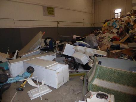 Sequestrato sito stoccaggio rifiuti Sigilli a capannone,piazzale e 8 cassoni. Denunciata una persona
