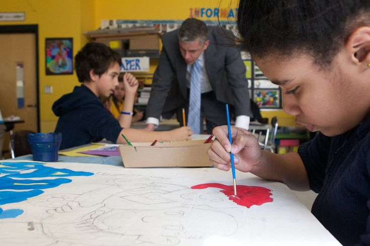 Artist offers class for children anxious from immigration debate