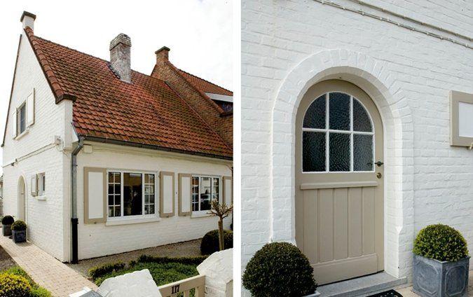 Witte gevel met geaccentueerde raamluiken