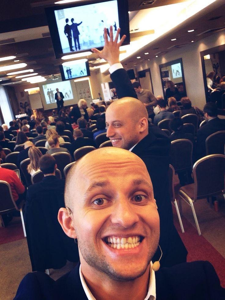 Kolejna scena, kolejne miasto, kolejne wspaniałe osoby :)  Przesyłam dla Was szczery uśmiech i moc energii - prosto z Poznania :)  A Wy jak spędzacie niedziele? :)
