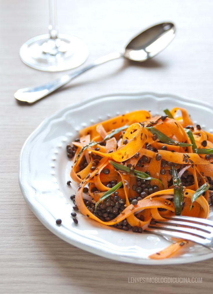 insalata marocchina tiepida di carote elenticchie nere con condimento speziato