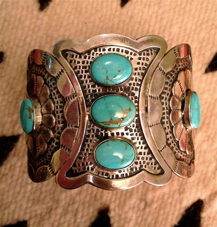 RARE SPECTACULAR Vintage Navajo Turquoise Shield Cuff Native American Pawn 101g