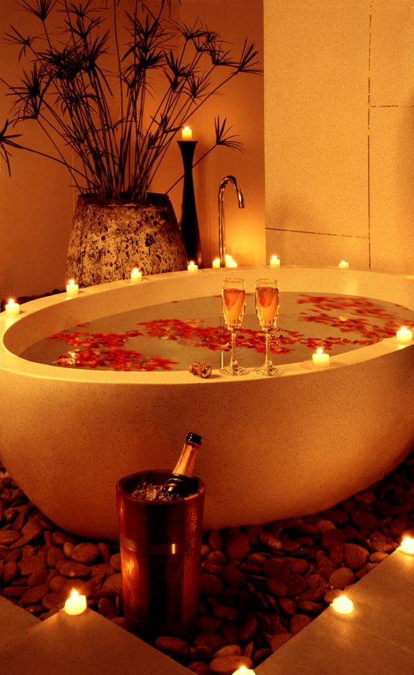 A romantic bath together to ease your nerves on your #wedding #night #sanvalentine #love