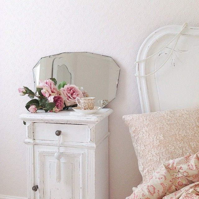 Shabby and Charming: Total white to Jane's house