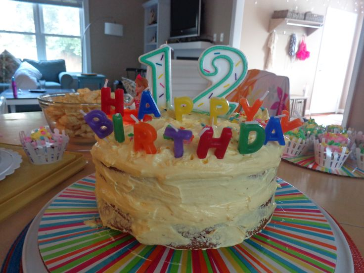 Leslie's 12th birthday celebration at the 67th Street beach house, Va Beach...I made this luscious coolwhip and vanilla pudding frosted banana, 2 - layer cake...yummy !!!