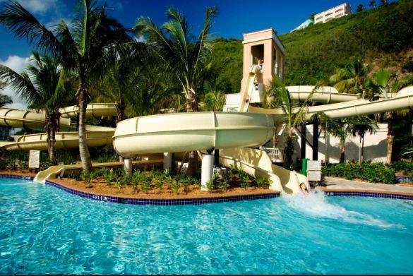El Conquistador Resort es un parque popular porque es el parque tiene muchos toboganes de agua.
