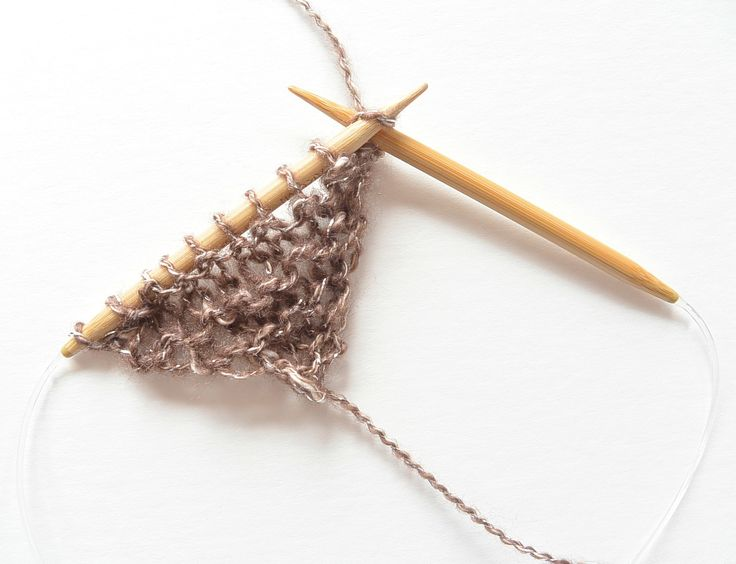www.mamainastitch.com wp-content uploads 2017 04 How-To-Knit-Easy-Shawl.jpg