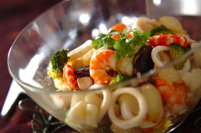 野菜と魚介類を使ったマリネ。マリネソースをマスターすると、料理のバリエーションが広がります。