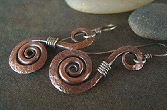 Tutorial for Rustic Hammered Swirls by JewlieBeads on Etsy,