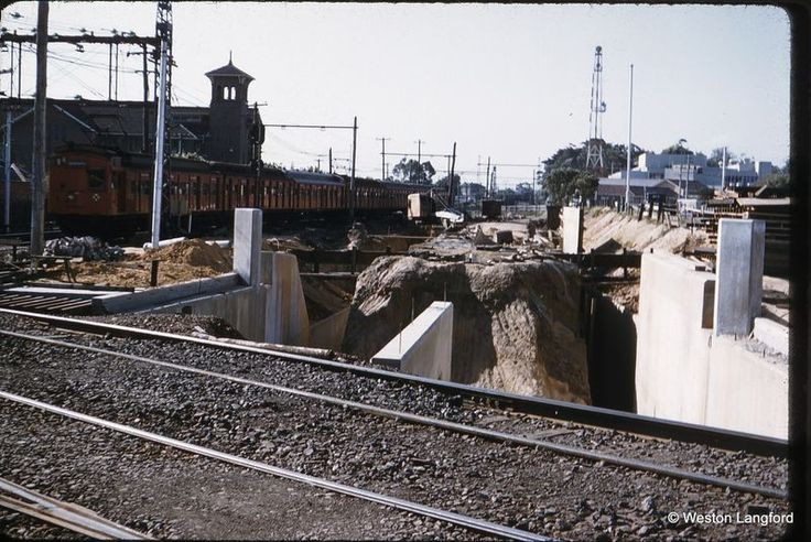 100046: Elsternwick Suburban Tait Grade Separation Works looking up from Glenhuntly Road