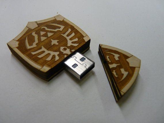 Hylian Shield USB - to store all my stuffs