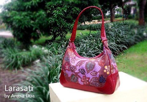 Red is my Color I love red, especially mixed with Batik tulis Pekalongan flower pattern.     An Unique handmade bag from Indonesia