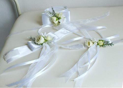 koszorúslányoknak szalagos csuklódíszek - Amaltheia Manufaktúra virág és dekoráció