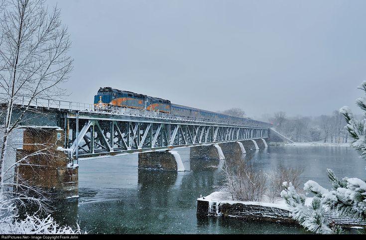 RailPictures.Net Photo: VIA 6424 VIA Rail EMD F40PH-3 at Beloeil, Quebec, Canada by Frank Jolin
