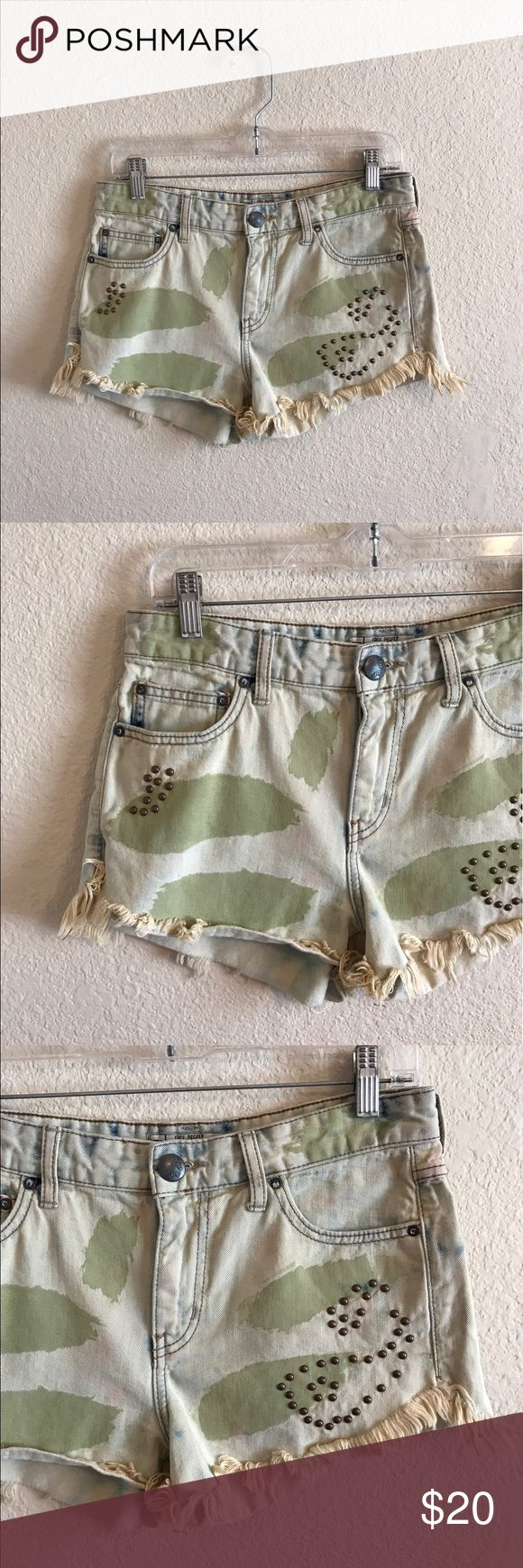 "FREE PEOPLE women's Camo Shorts 27 Free People women's Camo Studded Shorts.  Size: 27.  In Great condition!  Inseam: 3"". If you have any questions feel free to ask! Free People Shorts Jean Shorts"