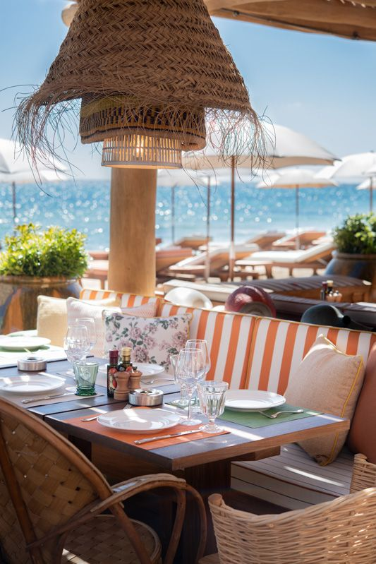 Discover the famous Pampelonne Beach in Ramatuelle near Saint-Tropez with Casol Villas France and live the legendary vacations of your life! Beach Restaurant Design, Outdoor Restaurant, Restaurant Bar, Villa France, Pool Bar, Saint Tropez, Beach Club, Tulum, St Tropez France
