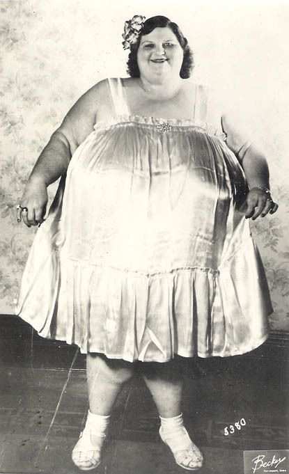 HAPPY BECKY BUBBLES! Old 1940s CIRCUS FAT LADY PHOTO! Wonderful! SIDESHOW FREAK!