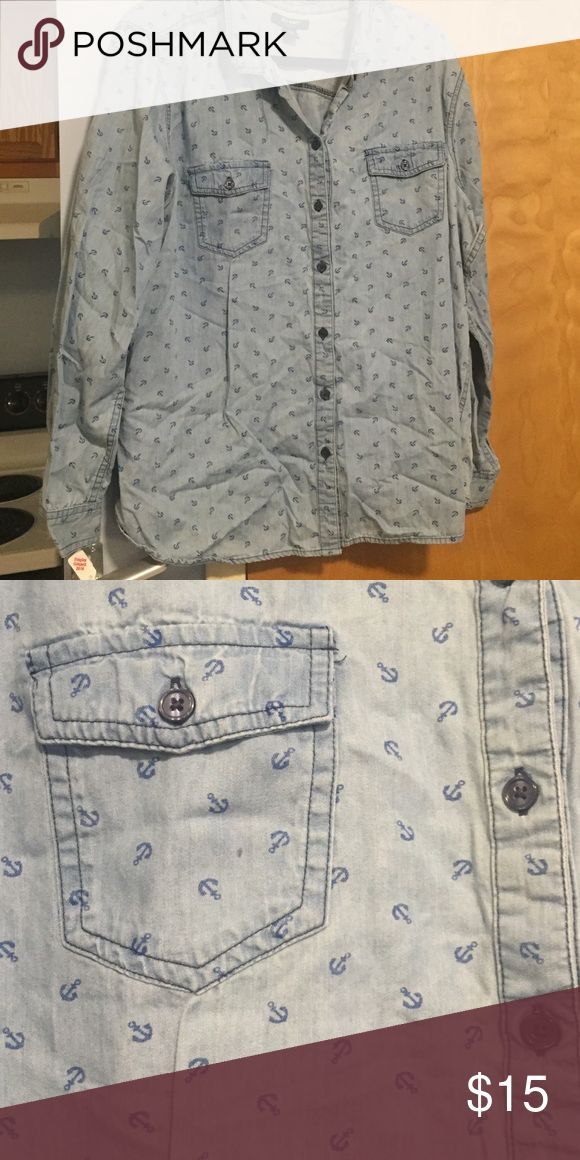 PLUS SIZE 💎 ANCHOR PRINT CHAMBRAY SHIRT Fun print and really comfy. Not stiff like some chambray shirts. EUC. Old Navy Tops