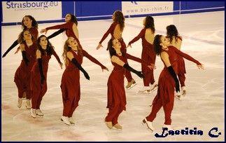 Le ballet sur glace  Il est pratiqué par une équipe mixte qui peut comporter entre dix et trente patineurs. Une chorégraphie est bâtie à p...