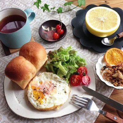 ミニ山食の朝ごはん。 | **COLORS**