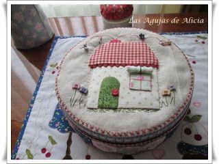 Las Agujas de Alicia: Caja de galletas decorada en Patch y Maniqui alfil...