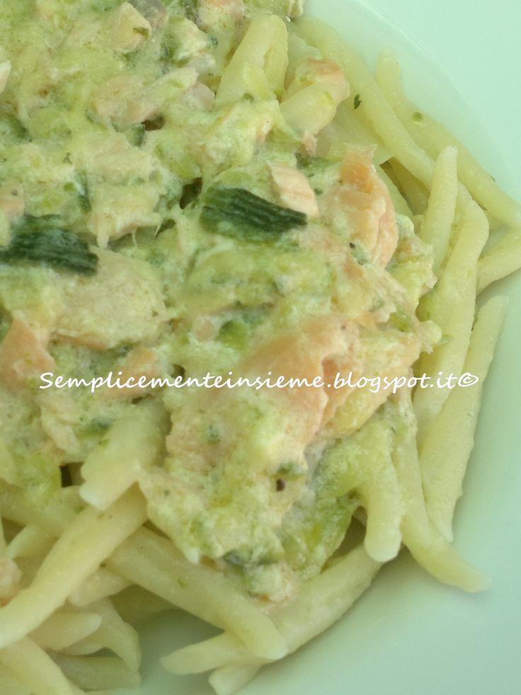 Il mare e l'orto in un piatto perfetto per le vostre cene d'estate.     Ingredienti per 4 Porzioni :   350 gr di pasta a piacere (caserec...