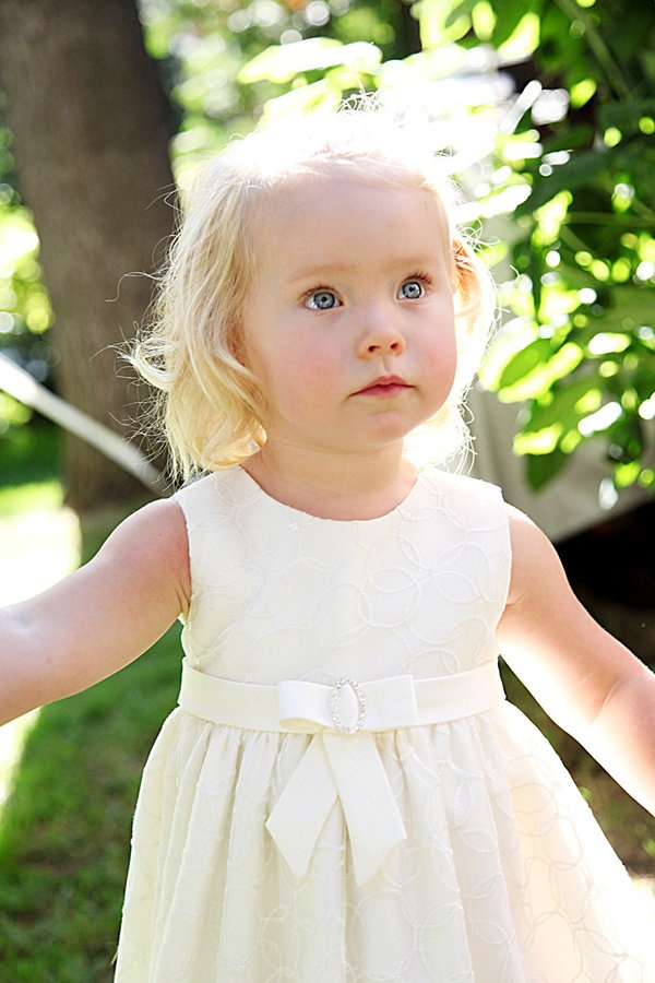 flower girl: Flowers Girls Dresses, Lace Flowers, Flowers Collection, Flowergirl Rings, Beautiful Flowers, Girls 889707, Backyard Wedding, Flower Girls, Flowers Beautiful