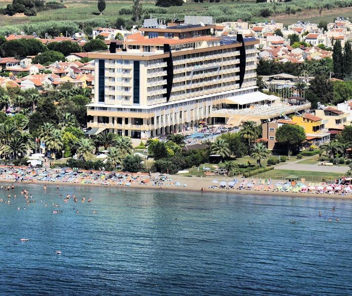 Het 4-sterren Ephesia hotel biedt een verkoelend zwembad, zonneterrassen, een ruime groene tuim en een heerlijk zandstrand waar de zongenieter zeker aan zijn/haar trekken komt. De actieve vakantieganger kan diverse watersporten beoefenen en ontspannen is mogelijk in de healthclub met sauna, Turks bad en jacuzzi. Hotel Ephesia ligt op ca. 7 km van het gezellige centrum van Kusadasi dat eenvoudig te bereiken is met de dolmus die voor de deur van het hotel stopt.  Officiële categorie ****