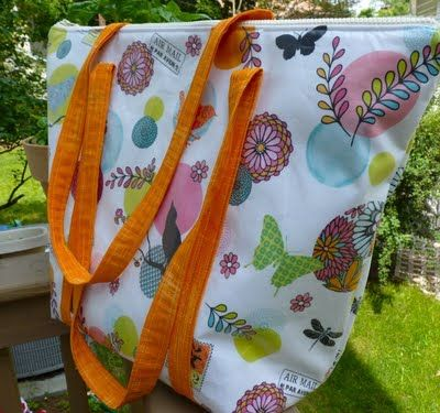 Laminated Insulated Summer Tote - Sewplicity: instructions for insulated but could probably do canvas too