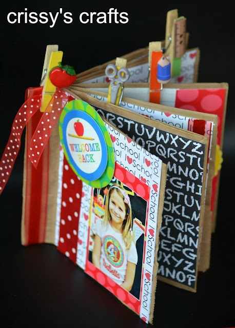 Paper bag album at Crissy's Crafts -- soooo cute!