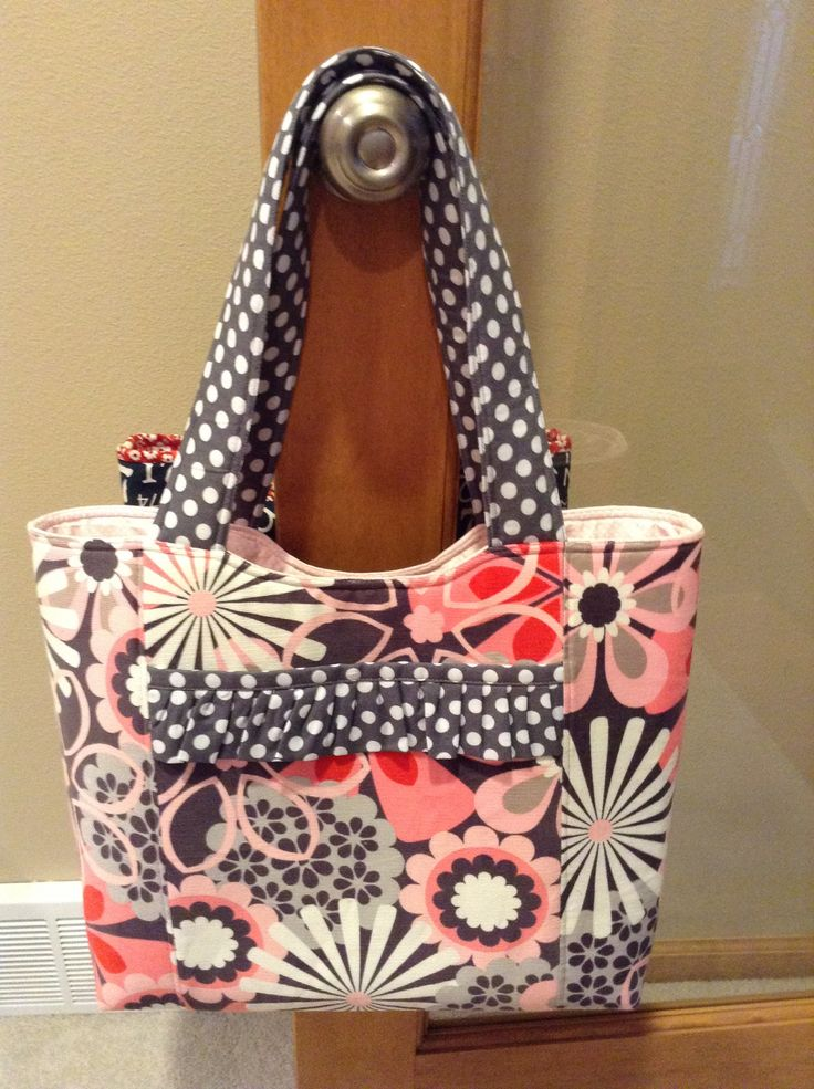 Another Gear Up tote modified...LOVE SWEETWATER!!!!!! http://sweetwater.typepad.com/makelifesweet/archives.html