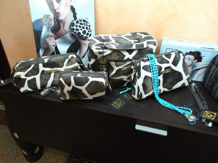 Lo Zaffiro, Via Verdi Ovest #Mestre #tuttaperme #artigiani #artigianale #orafo #moda #shopping #gioielli #bracciali #collane #borse