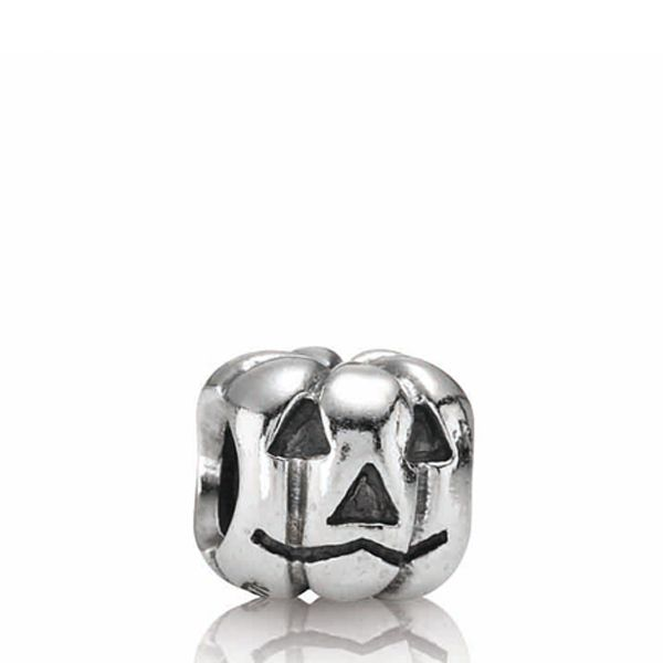 Pandora Pumpkin charm. Hang on to this if you got lucky. A classic in my book