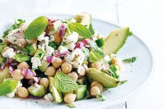 Gezonde salade van kikkererwten en feta uit 'Easy Iceland': Gezonde recepten uit de IJslandse keuken van Dagny Ros Asmundsdottir