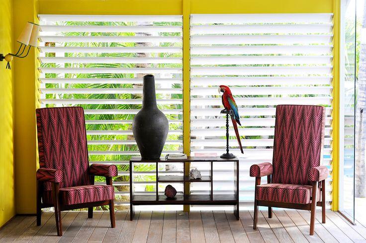 Предметы мебели и элементы интерьера представляют уникальную ценность, такому количеству редких вещей позавидовал бы любой коллекционер. Причем все они подписаны, с разъяснением культурной ценности и истории, чтобы гости могли по достоинству оценить дизайнерские элементы, окружающие их во время отдыха.