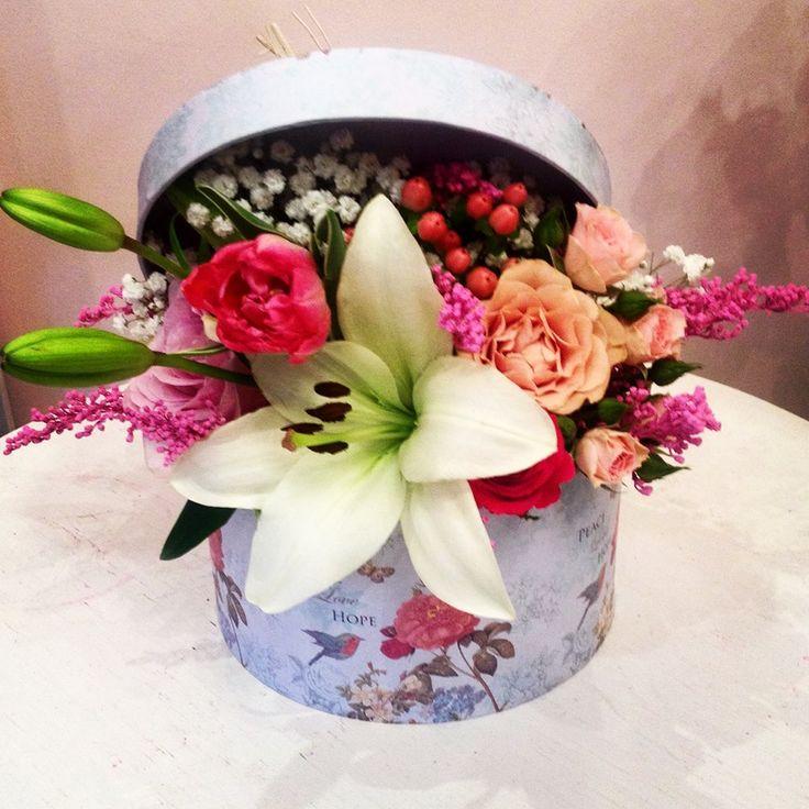 Flowers box by Atelier Floristic Aleksandra concept Alexandra Crisan