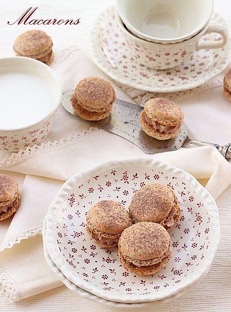 Macarons - retete culinare. Reteta macarons cu crema de ciocolata 3 minute. Ingrediente si mod de preparare macarons. Reteta macarons cu crema.