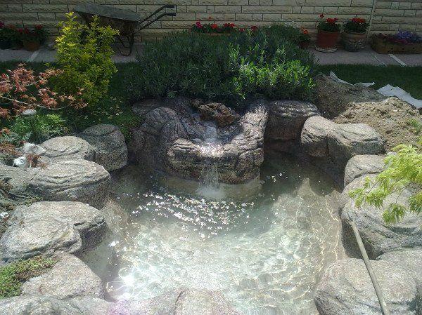 Yapay kaya şelaleli havuz sistemi
