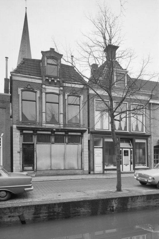 Groenmarkt 1 december 1965 linkerpand opslag haarden van Velo, het rechterpand was een schoenenzaak van mw. Leicht