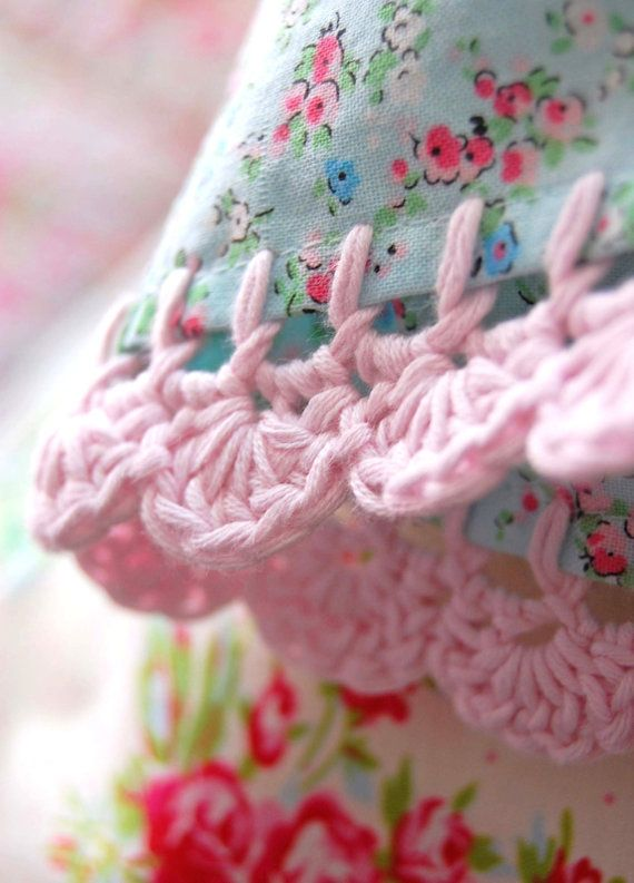 Lovely crochet border Inspiracion ༺✿ƬⱤღ http://www.pinterest.com/teretegui/✿༻